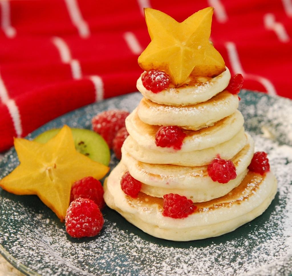 (Source: http://midstatemills.wordpress.com/2010/12/06/pancake-christmas-tree/)